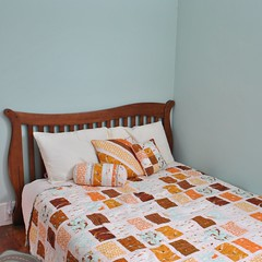 Mendocino Bedroom photo by thegirlwhoquilts