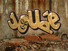Smashing Walls photo by mr_la_rue