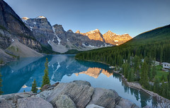 Sunrise on Lake Moraine photo by Fil.ippo