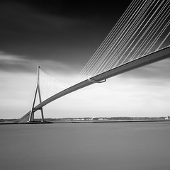 Le pont de Normandie (Front page) photo by Coco Carrigan