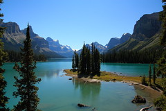 Spirit Island, Maligne Lake Jasper National Park photo by Joleczka