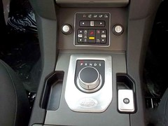 2012 Land Rover Discovery 4 - new centre console gear selector photo by A. P. L.