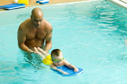 Louis leert bijna zwemmen