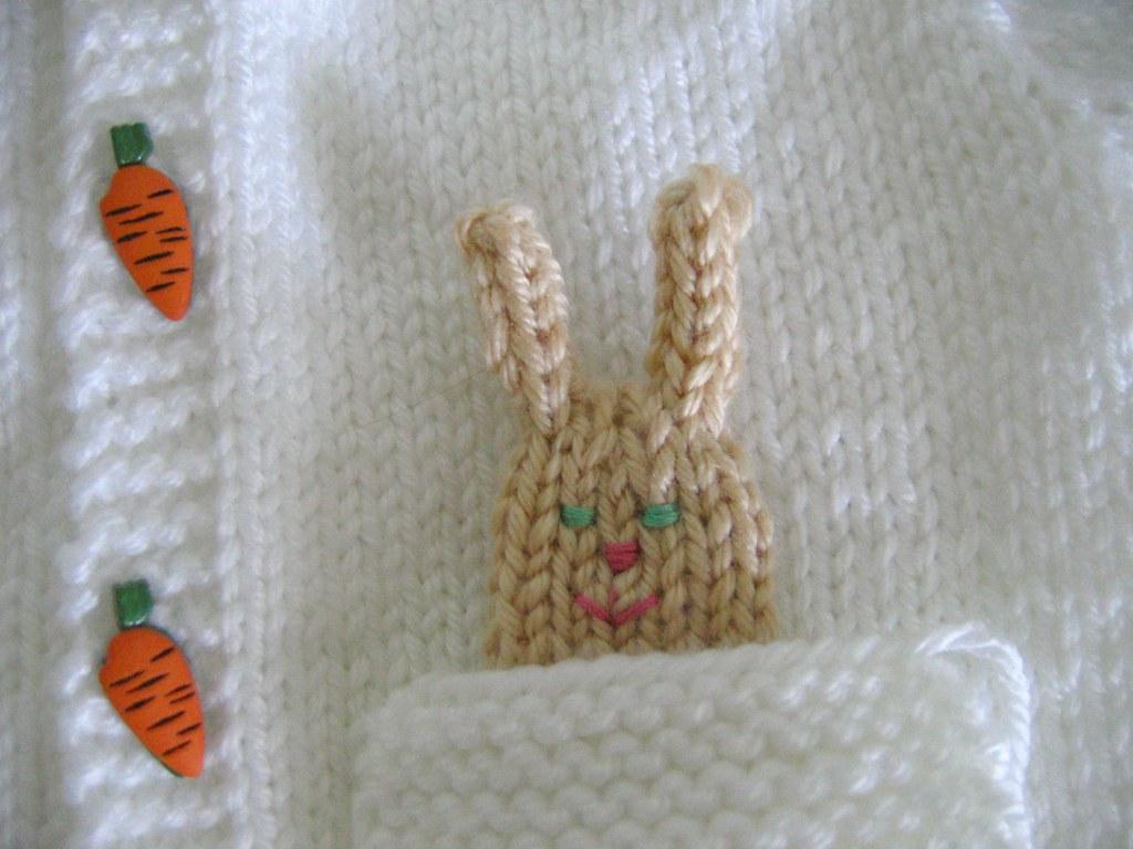 Beyaz hırka cebi tavşanlı