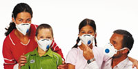 Gasmasken im Familienpack