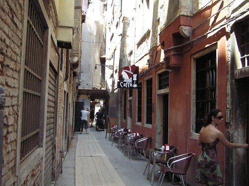 Unassuming exterior, Caffe del Doge, Rialto