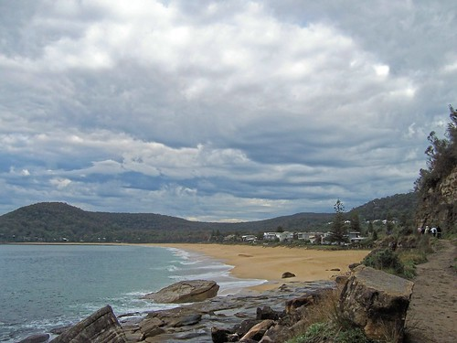 Pearl Beach from the Mount Ettalong track