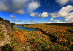 Autumn at Lake of the Clouds on the Shores of Lake Superior photo by Lifeinthenorthwoods.com