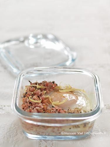 Cocotte di prosciutto cotto e uovo morbido al profumo di funghi porcini e tartufo