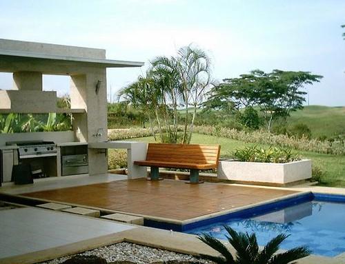 deck madera piscina mantenimiento