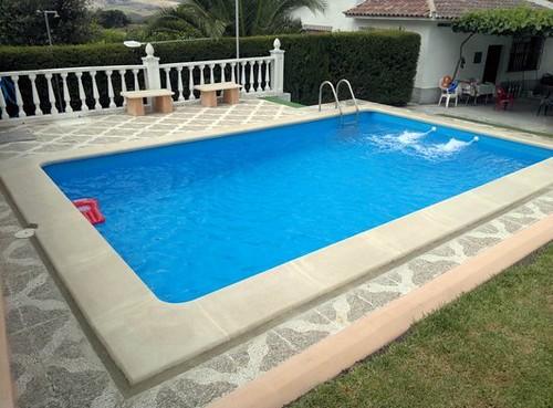 Tipos de pavimentos a usar para el entorno de una piscina for Como hacer una piscina de concreto