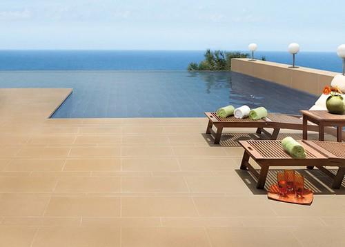 Protegete de las caidas en piscinas con los pisos antidezlizantes - Suelos de exterior antideslizantes ...