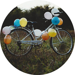the bicycle-balloon effect photo by keyana tea