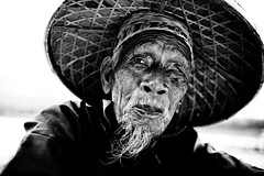 Yangshuo fisherman photo by falsalama
