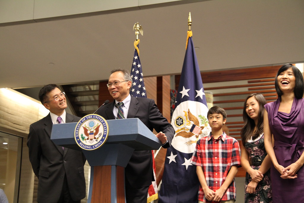 Ambassador Locke Welcome with Embassy Staff, 08/15/11 photo by PAS China