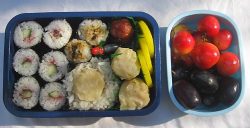 Sushi & onigiri bentos