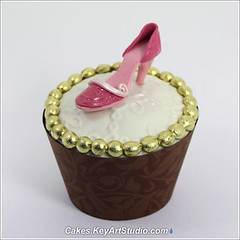 Micro Fashion Collection - gumpaste sugar shoes and purses for cupcakes. photo by Cakes.KeyArtStudio.com