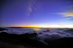 Milky Way and Sea of Clouds 銀河與雲海 @合歡山 photo by Vincent_Ting
