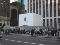 Steve Jobs Memorial MAC Store on 5th Ave NYC 2633 photo by Brechtbug