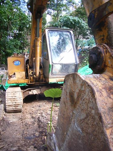 掘泥車在溪邊