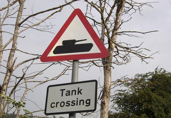 Peligro: Tanques cruzando