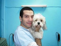 Boris con perrito  en Central Veterinaria,  Santiago