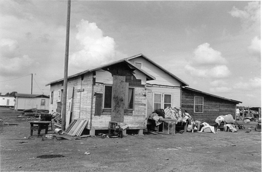 prefab friday, prefab housing, farm worker housing, immigration problems, migrant worker housing, 4th of July, Independence Day, Mexican US border, migrant farm workers, housing immigrants, housing migrant workers, mighousing_in_texas