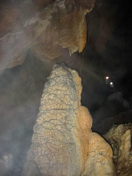 巨大的石灰岩(limestone)