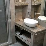 Ensuite bathroom aboard Rendez-Vous