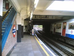 18:24 : Arrived at Ealing Common station
