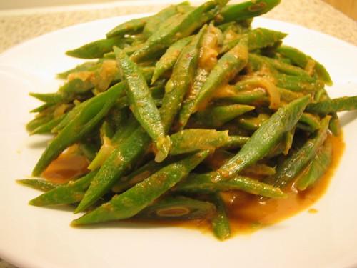 runner beans in thai curry sauce