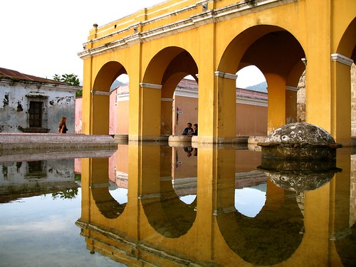 Arches reflected on Tanque de la Unión