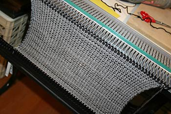 FO: My Very First Scarf on a Knitting Machine: knitting