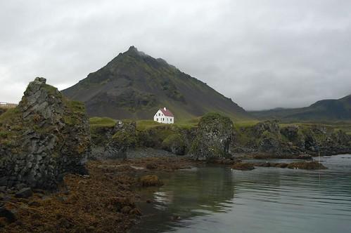Harbour,_house_@_Arnastapi,_Iceland.jpg