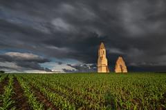 Between cornfield and storm