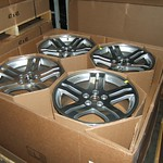 Corrugated octagon tubes support individual wheel containment — strong enough to protect eight wheels in one box.