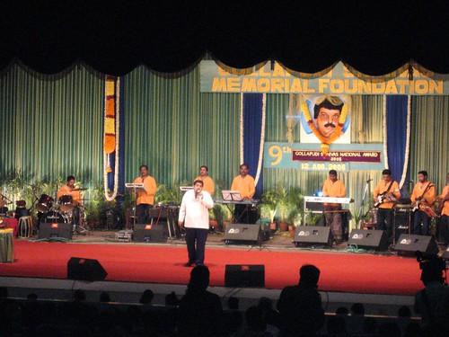 Shankar Mahadevan performaing in Chennai