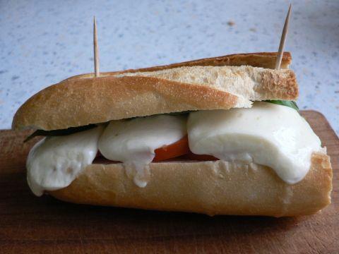 Mozzarella-Tomaten-Baguette