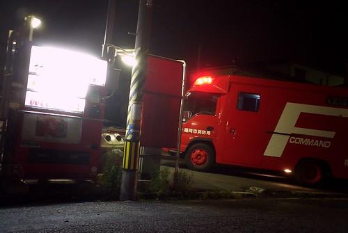 消防車(指揮車)とコインパークと自販機