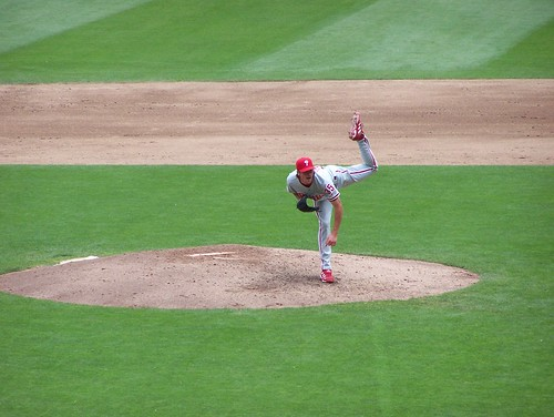 Hamels pitches to Guillen 3