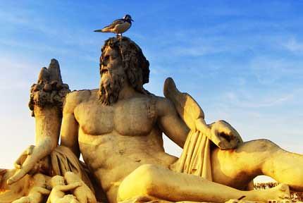 pondering_statue