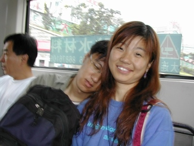 Li Qingtao and Yu Ting on a bus