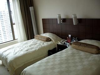20060409 香港 コスモポリタンホテル ベッド