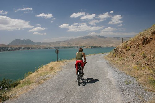 Martin bycycle around lake Van