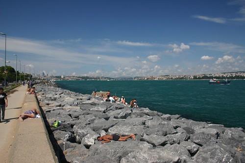Sea side promenade next to the Bosphorus Strait