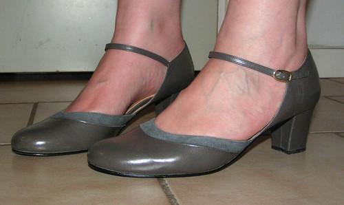 Grå skor.