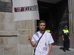 stop exclusión 16