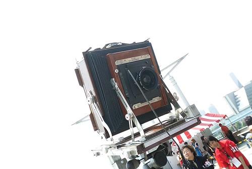 Kishin Shinoyama's large-format camera on ComicMarcket70.