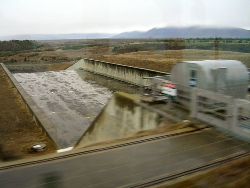 紐西蘭南島利用運河落差發電