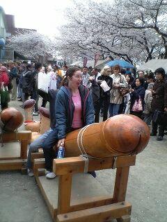 20060402 かなまら祭り 外人 on the ティンコ